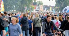 Autofreies Straßenfest in Norderstedt  - auf ca. 1000 m der Ulzburger Straße wird gefeiert.