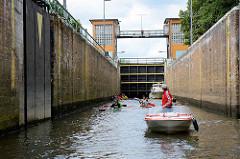 Schleuse Parey - Verbindungsschleuse zwischen Elbe und Elbe-Havel-Kanal. Gesamte Kammerlänge 145,00 m - Kammerbreite 8,20 m;