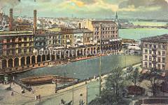 Historisches Luftbild von der Kleinen Alster und den Alsterarkaden; Schuten liegen am Anleger; re. die Reesendammbrücke und die Binnenalster / Aussenalster.
