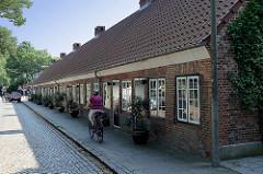 Historische Instenhäuser in Hamburg Nienstedten, erbaut 1832 - Reihenhaus / Arbeiterhaus, Wohnungen für Tagelöhner. Errichtet durch  Caspar Reichsfreiherr von Voght für die Landarbeiter, die die Landgüter bewirtschafteten.