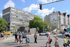 Strassenkreuzung Osterstraße / Heussweg in Hamburg Eimsbüttel, Ampel.