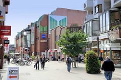 Einkaufsstraße / Fussgängerzone Alte Holstenstraße in Hamburg Lohbrügge.