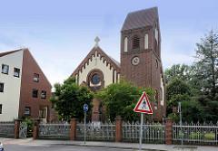 Kirche Maria Rosenkranzkönigin, auch kurz Sankt Marien genannt, ist die Pfarrkirche der katholischen Pfarrei Sankt Marien in Genthin.