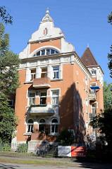 """Kleines Schloss von Barmbek / Gebäude vom Keitelstift -  1901 """"zum Wohle minderbemittelter Damen"""" gegründet."""
