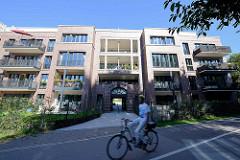Ehemaliger Eingang zum Krankenhaus Hamburg Eilbek - jetzt mit einem Wohnblock überbaut.