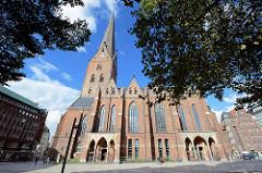 Hamburger Hauptkirche St. Petri an der Bergstraße, Blick über die Domstraße.