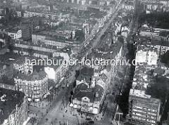 Historische Luftaufnahme der Hamburger Straße (lks.) und der Oberaltenallee in Hamburg Barmbek / Süd.