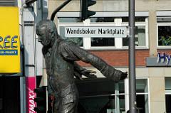 Strassenschild Hamburg Wandsbek - Wandsbeker Marktplatz; Skulptur Matthias Claudius.
