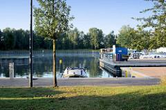 Marina, Sportboothafen bei der Alten Ziegelei an der Havel - Yachthafen Mildenberg / Zehdenick.