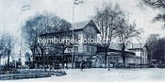Historische Aufnahme vom Grenzhaus Hoheluft am Lokstedter Steindamm - Restauration, Salon und Club; Wintergarten und Veranda - Tische und Stühle im Freien.