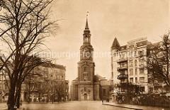 Historische Aufnahme von der Kirche in Hamburg St. Georg - Blick von der Kirchenallee, re. das Hotel Frankfurter Hof.