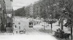 Alte Fotografie aus Hamburg Hoheluft - fahrende Straßenbahn, Bauarbeiter auf der Straße - Handkarren und Pferdefuhrwerk.