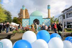 Tag der Offenen Moschee in der Hansestadt Hamburg - Islamisches Zentrum Hamburg / Blaue Moschee an der Alster.