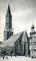 Historisches Hamburg - Blick über die Steinstraße zur Hauptkirche St. Jacobi - re. der Jacobikirchhof.