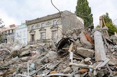 Abriss von historischer Bausubstanz  in der Straße An der Alster in Hamburg St. Georg.