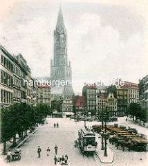 Altes Bild vom Pferdemarkt und der Hamburger Hauptkirche St. Jakobi; Straßenbahnhaltestelle und wartende Pferdefuhrwerke.