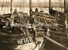 Hochseeewer / Fischfangboote im Hafen von Hamburg Finkenwerder.