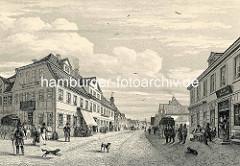 Historische Ansicht der Harburger Schloßstraße - Pferdekutschen und Passanten auf der Straße, Gasthäuser mit Tischen auf dem Gehweg.
