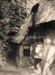 Altes Bild eines reetgedeckten Wohnhauses im Osterweg von Hamburg Blankenese.