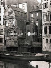 Fachwerkhäuser am Herrengrabenfleet in der Hamburger Neustadt - Werbung Flamm's grosser Mittagstisch / Wasserseite der Düsternstraße.