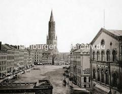 Historische Fotografie vom Pferdemarkt in der Altstadt Hamburgs - re. das Thalia Theater, im Bildzentrum die St. Jacobikirche.