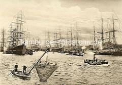 Segelschiffhafen von Hamburg - Segelschiffe, Frachtschiffe liegen an den Dalben; im Vordergrund ein Ruderboote mit Hafenfischern die am Bug ein Wurfnetz angebracht haben.