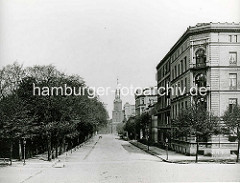 Altes Bild von Hamburg St. Georg - Blick in die Kirchenallee; im Hintergrund die Dreieinigkeitskirche.