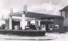 Altes Foto einer Tanktstelle am Lokstedter Steindamm in Hamburg Lokstedt - BV Tankdienst, Prüfstand und Wagenheber.
