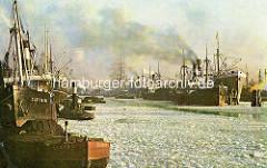 Alte Farbfotografie vom Hamburger Hafen im Winter - Eisschollen auf dem Wasser, Dampfschiffe und Segelschiffe im Segelschiffhafen - Blick vom Kranhöft.