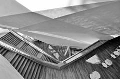 Treppenhaus der Elbphilharmonie / Elphi in der Hafencity der Hansestadt Hamburg - Schwarz Weiß Fotografie