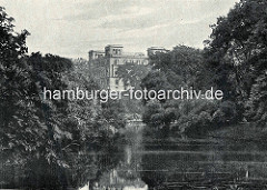 Alte Fotografie von den Hamburger Wallanlagen - Blick auf das Gebäude der Seewarte auf dem Stintfang.