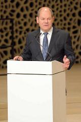 Pressekonferenz zur Eröffnung der Plaza / Aussichtsplattform der Elbphilharmonie in der Hansestadt Hamburg. Hamburgs Erster Bürgermeister Olaf Scholz hält eine Rede.