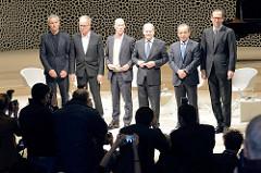 Pressekonferenz zur Eröffnung der Plaza / Aussichtsplattform der Elbphilharmonie in der Hansestadt Hamburg. Hamburgs Erster Bürgermeister Olaf Scholz, der Vorsitzende des Vorstands der Hochtief AG Marcelino Fernández Verdes, der Generalintendant Chri