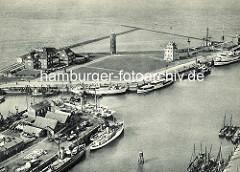 Altes Luftbild vom Hafen in Cuxhaven -