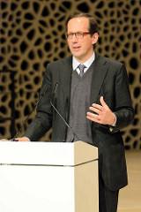 Pressekonferenz zur Eröffnung der Plaza / Aussichtsplattform der Elbphilharmonie in der Hansestadt Hamburg. Der Generalintendant der Laeiszhalle und Elbphilharmonie Christoph Lieben-Seutter hält eine Rede.