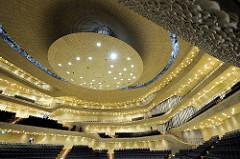 Großer Saal vom Konzerthaus Elbphilharmonie in der Hafencity Hamburgs.