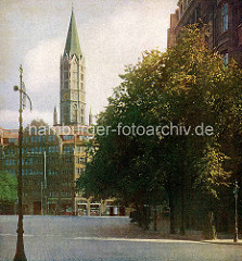 Altes Farbfoto vom Pferdemarkt in der Hamburger Altstadt - Kirchturm der St. Jacobi Kirche.
