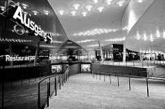 Ausgang - Innenansicht vom Konzerthaus Elbphilharmonie / Elphi in der Hamburger Hafencity.