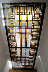 Buntglasfenster im Pegelturm der Landunsbrücken in Hamburg St. Pauli.