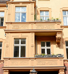 Balkons mit Jugendstilschmuck - Architektur in Neuruppin.
