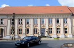 Rudolf-Breitscheid-Strasse in Neuruppin - das 1788 errichtete Logenhaus Ferdinand zum Roten Adler.