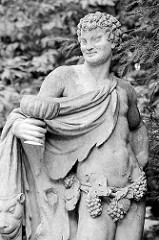 Skulptur Baccus im Tempelgarten von Neuruppin - gefertigt 1764, Bildhauer Georg  Knöffler (Dresdner Hofbildhauer / Professor der Kunstakademie).