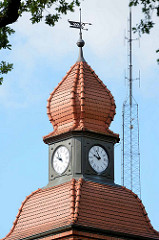 Ehem. Friedrich Franz Kaserne in Neuruppin - jetzt u. a. Sozialgericht. Turm mit Uhr - Wachgebäude.