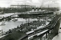 Altes Bild vom Jonashafen am Baumwall / Vorsetzen; Dach der Hochbahnhaltestelle - Passagierschiff unter Dampf.