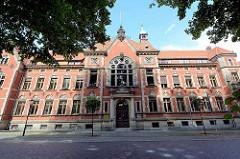 Historische Gründerzeitarchitektur - Landratsamt in Neuruppin; errichtet 1895 nach Entwürfen des Berliner Architekten Max Schilling.