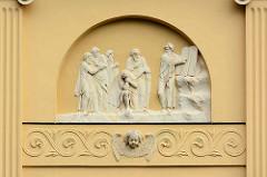 Fassadenschmuck an der ehem. Pfarrkirche Neuruppin; fertiggestellt 1806 nach Plänen von Philipp Bernard Francois Berson - jetzt Kulturkirche / Veranstaltungszentrum.