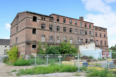 Historische Industriearchitektur in Neuruppin - leerstehende Minimax Werke / Feuerlöschgerätewerk an der Seepromenade.