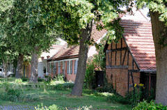 Historische Wohnhäuser / Fachwerkhaus bei der alten Mühle in Wustrau.