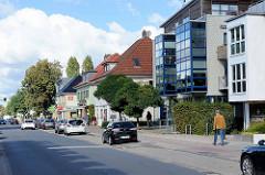 Wohnhäuser / Geschäftshäuser in der Frohmestraße in Hamburg Schnelsen.