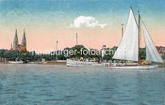 Alte colorierte Ansicht vom Ruppiner See - Ausflugsdampfer und Segelboot; Kirchtürme der St. Trinitatiskirche.